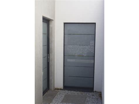 poser une porte de service comment poser une porte de service