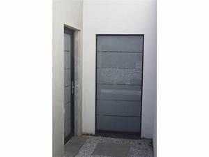 Comment poser une porte de service for Comment poser une porte de service