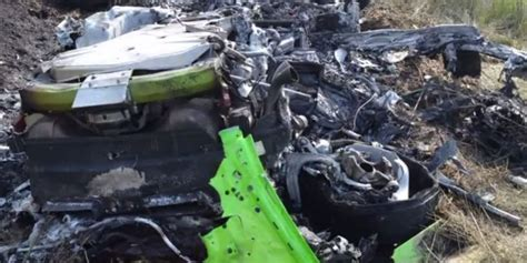 crashed lamborghini huracan video lamborghini huracan crashes at 320 km h gtspirit