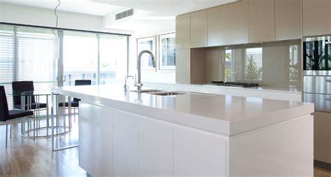 contoire de cuisine caesarstone calacatta nuvo quartz countertops