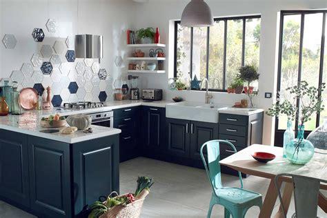 cuisine couleur éclairer une cuisine de couleur sombre