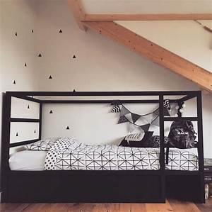 Ikea Kura Bett Umgestalten : ikea kura bett umgestalten schwarz weiss geometrische figuren skandinavisch bedroom kids ~ Watch28wear.com Haus und Dekorationen