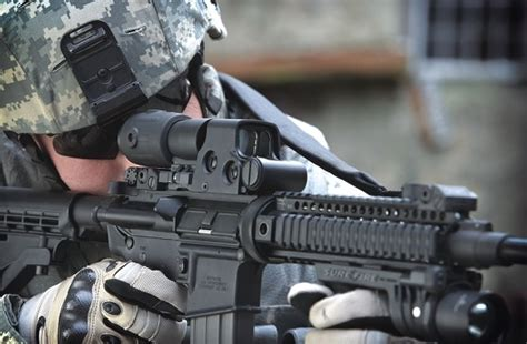 The Benefits of Using an EOTech Magnifier - Red Dot Sights