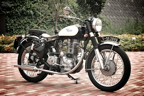 Review Royal Enfield Bullet 350 by Royal Enfield Bullet 350 Moto Rivista 2 Moto Rivista