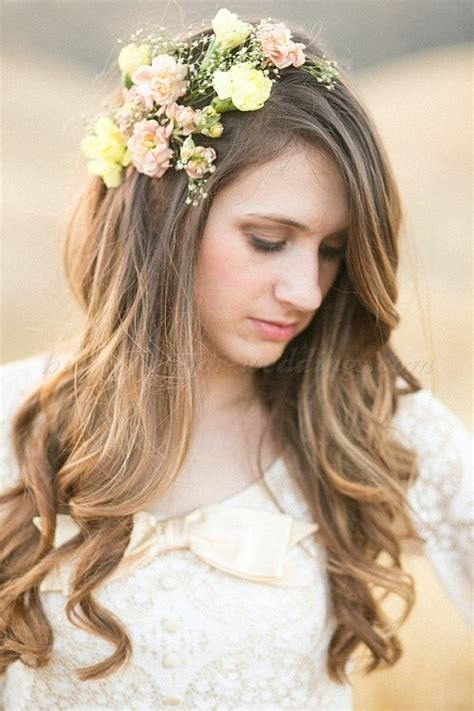 wedding hair with flowers, floral hair accessories for