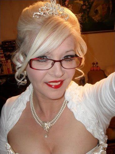 Cub Hunter From Harlow Is A Local Milf Looking For A