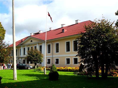 Latvijas muižas un pilis un citas interesantas vietas