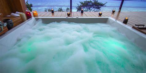 piscina sul terrazzo arredamento