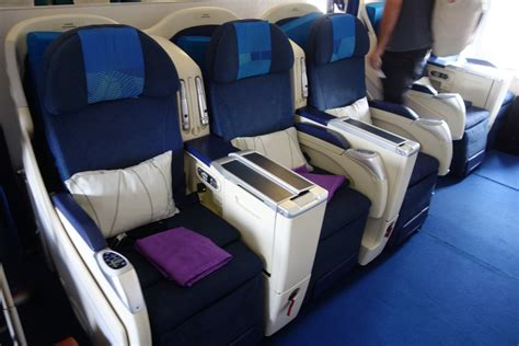 review malaysia airlines economy class   dps