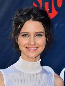 Julia Goldani Telles Beauty Looks - StyleBistro