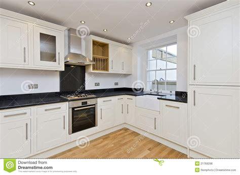 cuisine en forme de l cuisine moderne l cuisine de forme dans le blanc photos