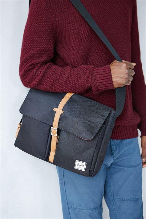 herschel supply  columbia messenger bag  black