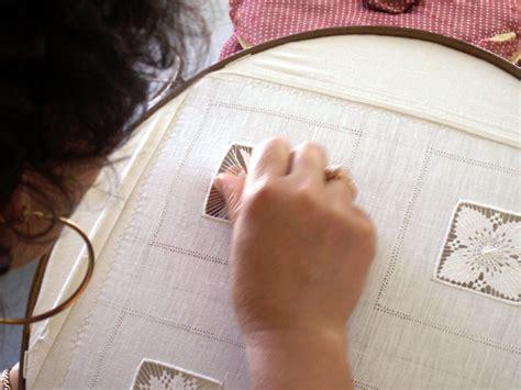 photos maison de la broderie 224 cilaos 3497