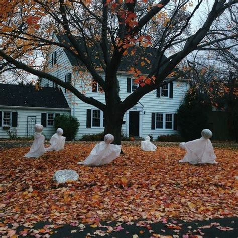 creepy  cool halloween yard decor ideas digsdigs