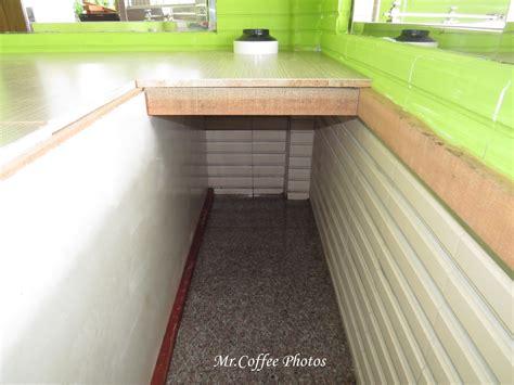 貓廁所裡面長這樣 空間寬度是依貓沙盆的寬度設計