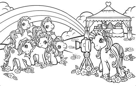 Buah hati anda bisa memetik manfaat dari mewarnai, salah satunya keterampilan koordinasi dasar seperti metode yang ideal untuk membatasi. Mewarnai Gambar Lucu Kuda My Little Pony | Mewarnai Gambar