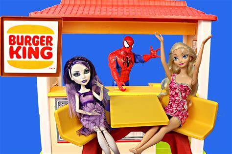 frozen elsa turns   monster high doll disneycartoys