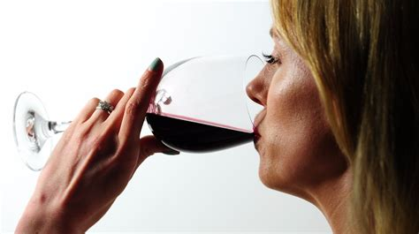 Public 'unaware' that drinking red wine can cause cancer