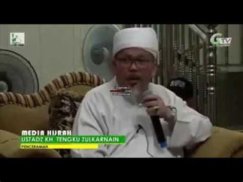Tokoh pemuka agama itu mendapat berbagai protes karena dugaan diskriminasi budaya. Apam, ceramah ustad tengku Zulkarnain - YouTube
