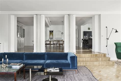 blue settee 25 stunning living rooms with blue velvet sofas