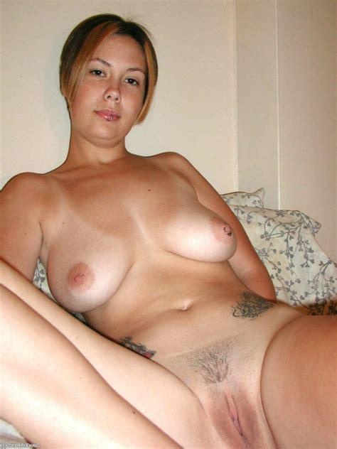 naked latina amateur gwen vaunting large natural tits while finger fucking