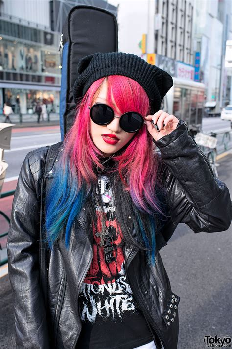 Guitar Toting Harajuku Girl W Dip Dye Hair Lots Of