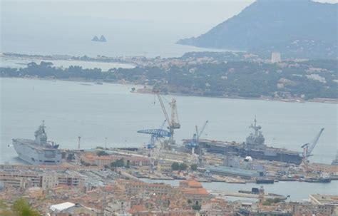 le port militaire de toulon bien rempli