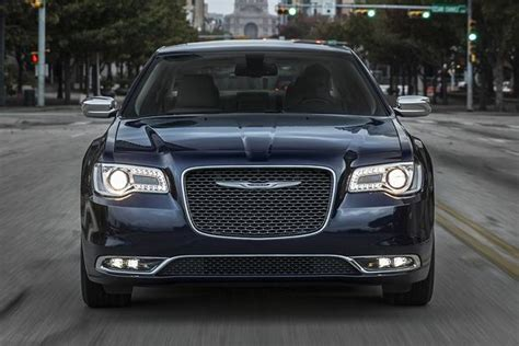 2015 chrysler 300 vs 2015 dodge charger what s the