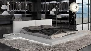 Grand Lit 200x200 : grand lit design blanc simili cuir avec led 200x200 kiara ~ Teatrodelosmanantiales.com Idées de Décoration