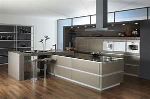 Amerikanische Küche Einrichtung : offen geplante luxusk che mit glasfronten in ingwermetallic ~ Markanthonyermac.com Haus und Dekorationen