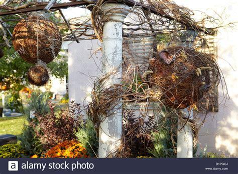 Garten Im Herbst Zurückschneiden by Garten Spalier Mit Herbst Dekoration Stockfoto Bild