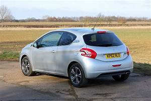 Photo Peugeot 208 : peugeot 208 hatchback 2012 photos parkers ~ Gottalentnigeria.com Avis de Voitures