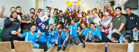 lucky draw winners receive prizes borneo bulletin