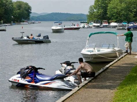 Candlewood Lake Boat Rentals by Candlewood Lake Restricting Out Big Boats Connecticut Post