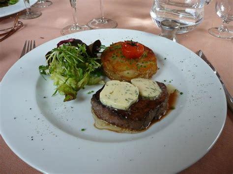 sur le canapé très bon steak picture of le canape gif sur yvette