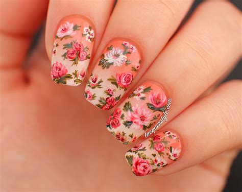 - Beautiful pictures with Flower nail designs