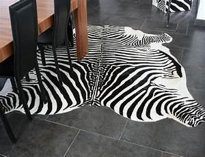 peau de vache zebre imprimee sur fond blanc peaudevachecom With tapis en peau de zebre