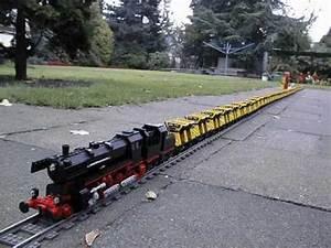 World Record - Longest pulled LEGO Train: 126 cars! - YouTube