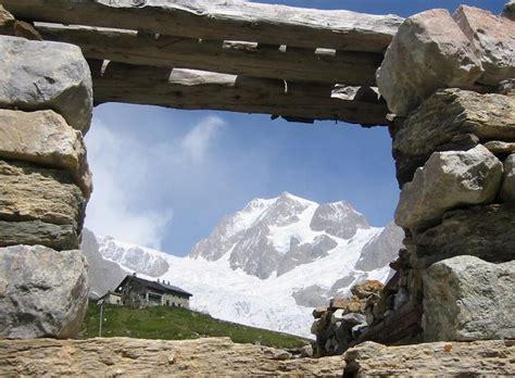 alpes tour du mont blanc la partie sud de chamonix 224 courmayeur randonn 233 e accompagn 233 e