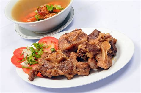 Salah satu hidangan sop yang cukup terkenal dan juga populer. Cara Masak Sop Buntut Goreng | Cheese In My Shoe | Resep daging, Resep, Daging