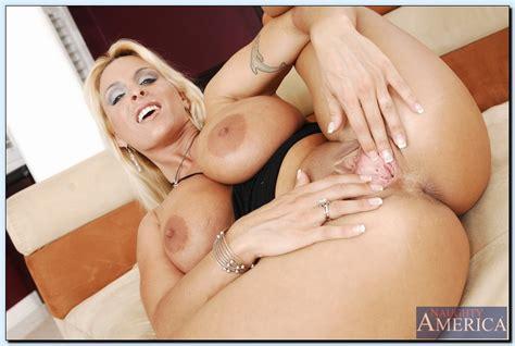 Holly Halston Spreadin Pussy Rodman