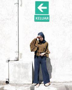 outfit baju atasan berhijab ala selebgram  hijab kerudung segiempat kuning emas top blouse