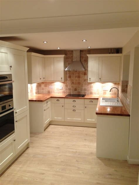 Best Floor For Kitchen Uk by Ivory Kitchen Black Worktops And Laminate Flooring