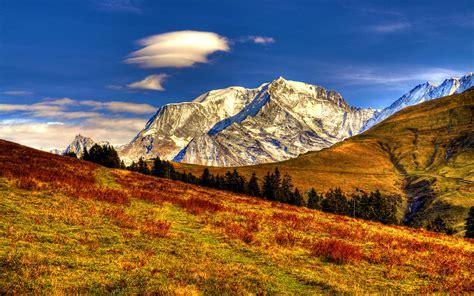 le mont blanc ou le toit de l europe est le point culminant de la chaine de montagnes des alpes