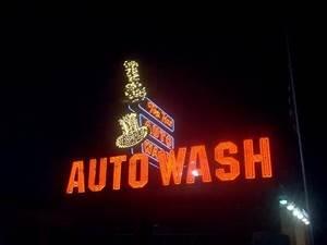 Top Hat Auto Wash Flint MI Neon Signs on Waymarking