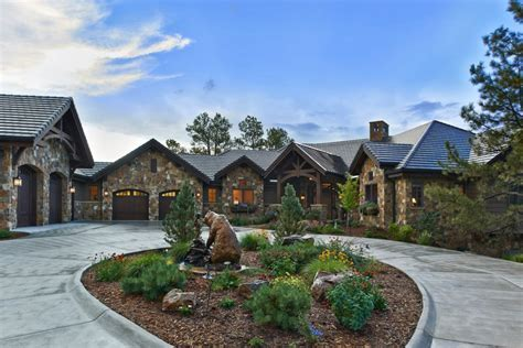 Circular Driveway Landscaping exterior traditional with