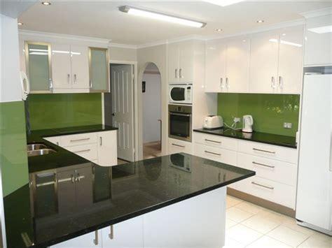 glass splashback bring kitchen alive