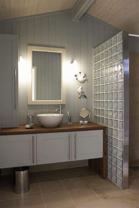salle de bain pave de verre des pav 233 s de verre pour une 224 l italienne salle de bain salles de bain