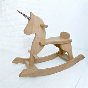 Licorne à Bascule : les 25 meilleures id es de la cat gorie chevaux bascule en bois sur pinterest cheval ~ Teatrodelosmanantiales.com Idées de Décoration