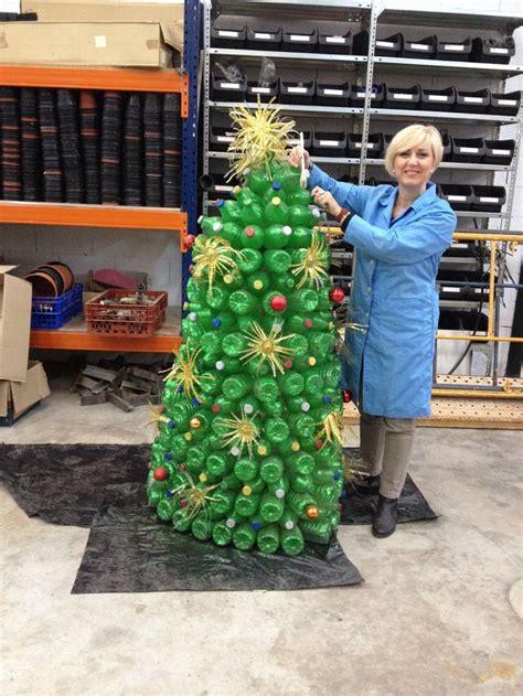 arbol reciclado navidad adornos carrozas reyes carnaval